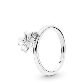 Prsten sa priveskom u obliku deteline
