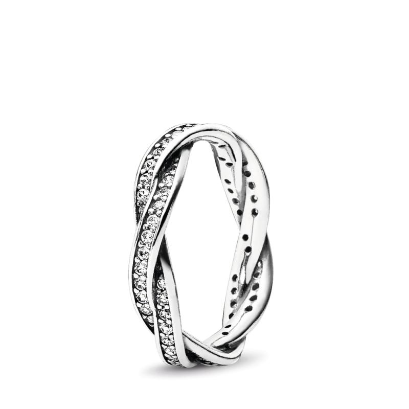 Srebrni prsten upleten sa kubnim cirkonima