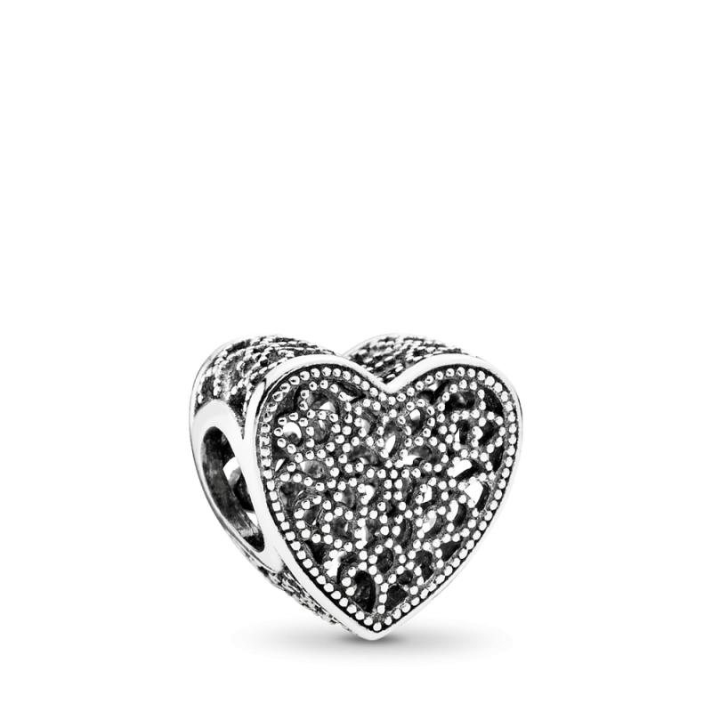 Šupljikavi privezak u obliku srca