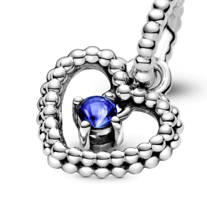 Viseći privezak u obliku srca od perlica sa morsko plavim kristalom