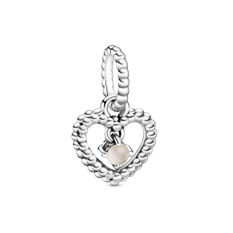Viseći privezak u obliku srca od perlica sa zagasito roze kristalom