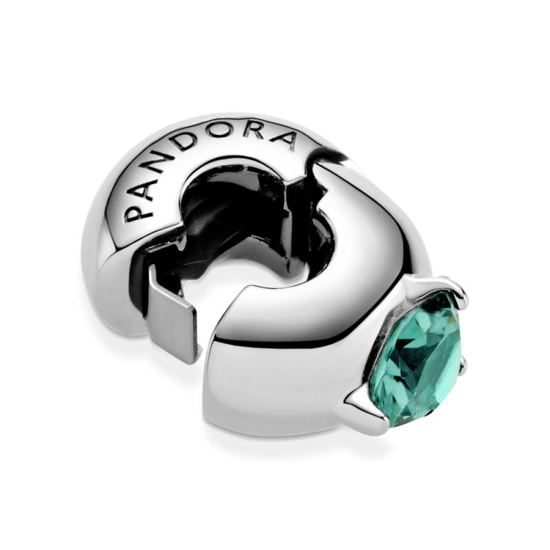 Privezak sa jednim zelenim kamenčićem