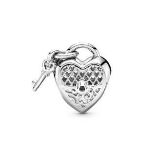 Privezak Love you sa katancem u obliku srca