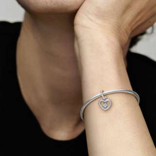 Viseći privezak u obliku srca od perlica sa nebo plavim kristalom