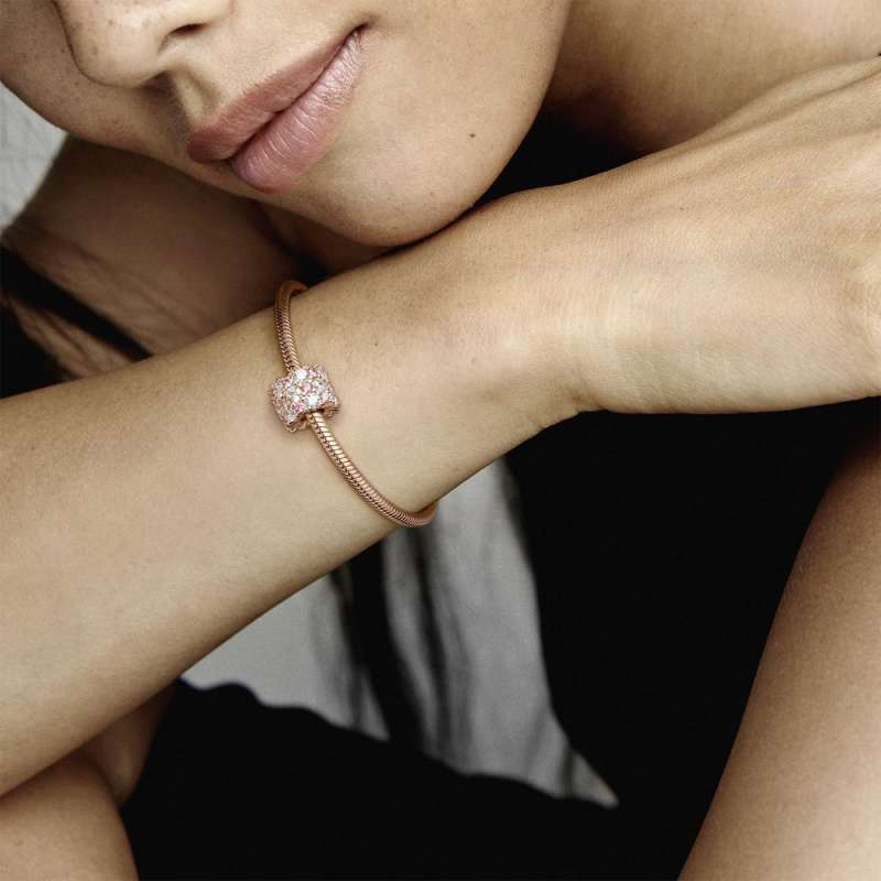Privezak Roze i prozirna svetlucavost