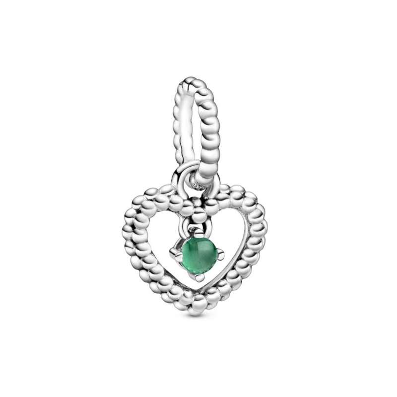 Viseći privezak u obliku srca od perlica sa tamnozelenim kristalom